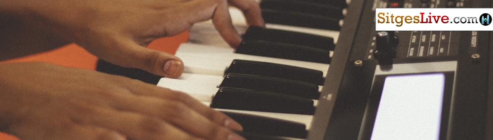 h-Keyboard-Singer-barcelona-sitges